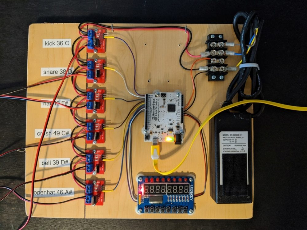 Board with arduino and IRF540 modules mounted